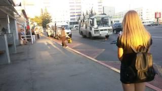 """Сумасшедшая Бабка на остановке """"Центральный рынок"""" г. Уфа"""