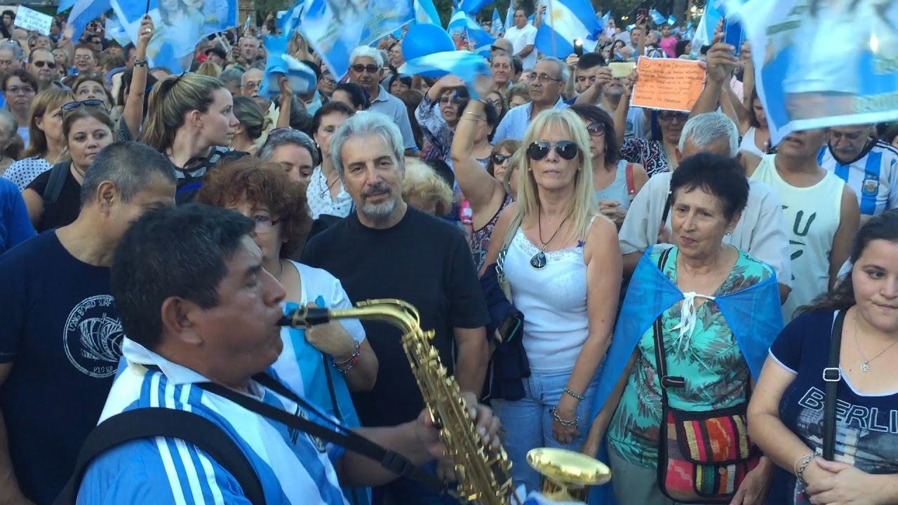 Ritmo de cambio en la manifestación popular para apoyar a Macri