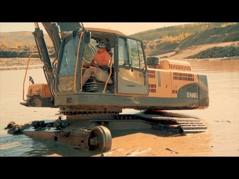 How To Make An Excavator Limp Along On One Track | Gold Rush