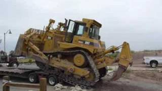 Unloading a CAT D9T from MARCO trucking's 7-axle Murray