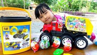 Đồ chơi xe chở rác tìm xe máy xúc trứng Kinder Toy car trash Excavator by Giai tri cho Be yeu