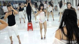 Cận cảnh trong một lớp học nhảy