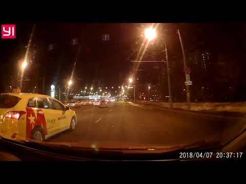Smart сбил женщину на пешеходном переходе в районе станции метро «Коньково»