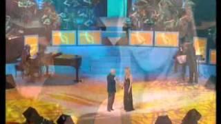 Charles Aznavour chante Je vojage avec Katia Anznavour