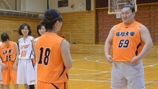 白鵬、華麗なシュート女子バスケ部練習に参加