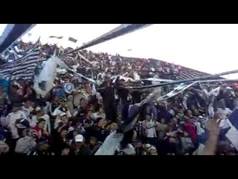 """""""DAR LA VIDA POR VOS NO ME INTERESA ♪"""" Barra: Indios Kilmes • Club: Quilmes"""