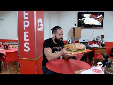 RETO BESTIAL: Joe Burgerchallenge vs Hamburguesa gigante murciana en RESTAURANTE LOS PEPES