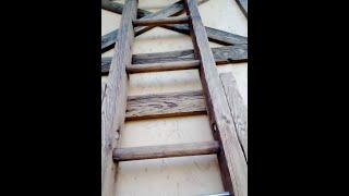 Сделать откидную лестницу на чердак совсем не сложно, в этом  видео вы увидите один из вариантов откидной лестницы.  смотрите также интересные видео :    сундук из поддонов в стиле рустик https://youtu.be/A48LtoEB90I   ручка на