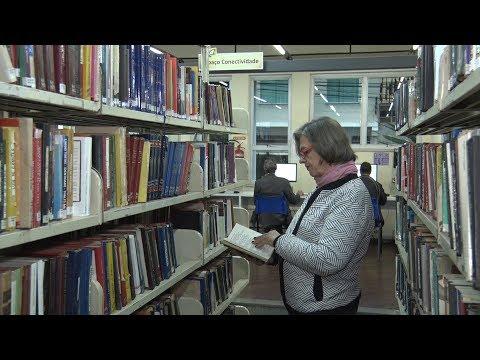 Dois apaixonados por leitura celebram o Dia Nacional do Livro