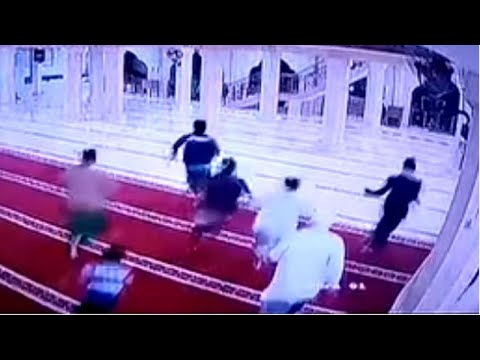 Worshippers Flee From Bali Mosque Moments Before Debris Falls During Earthquake