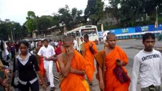 preview picture of video 'Sri Lanka,ශ්‍රී ලංකා,Ceylon,Kandy:Streetlife in the City Center (03)'