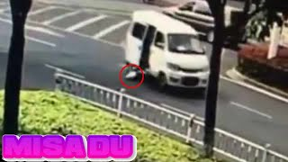 Baby flies out of a van and the parents drive off without realising