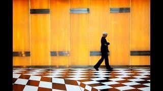 Immersive Tour: The Black and White Corridor