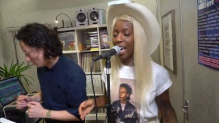 Charlotte Adigery Live In Session