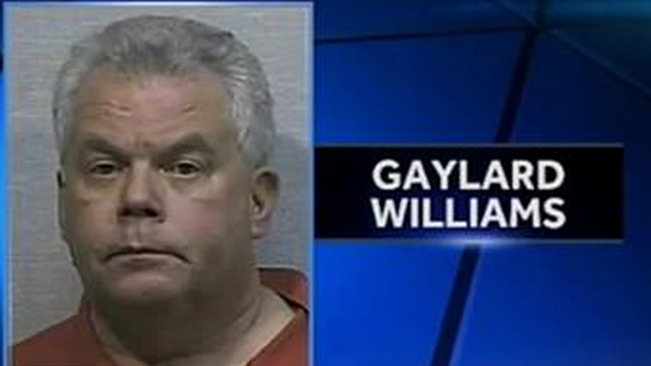 Anti-LGBT Pastor Grabs Man's Genitals & Offers Oral Sex thumbnail