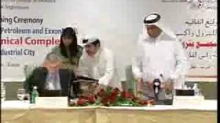 preview picture of video 'Qatar Petroleum and ExxonMobil Chemical Sign Agreement for Petrochemical Complex'