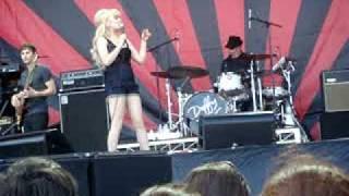 Duffy - Hanging On Too Long Live at V Fest Sydney 2009