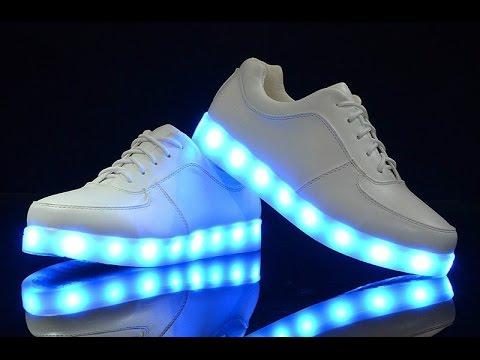 Кроссовки с подсветкой принесли на ремонт