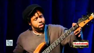 Victor Wooten performs