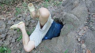 Đào Ụ Mối Chui Vào Hang Bắt Dúi Trong Rừng .Survival skills: Dig ground catch forest mouse