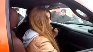 Басы в машине , девушку чуть не сдуло