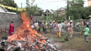 preview picture of video 'Marche sur le feu - 2 - Kovil Pandjali Karnin - Ligne Paradis Saint-Pierre - La Réunion'