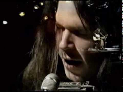 Neil Young singing Heart of Gold to an audience for the first time in 1971