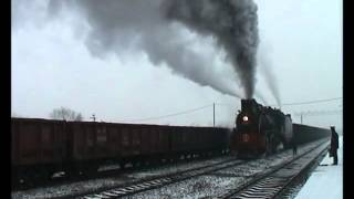 preview picture of video 'Chinese steam JS 8065 arrives light & makes spectacular departure Pingdingshan China'