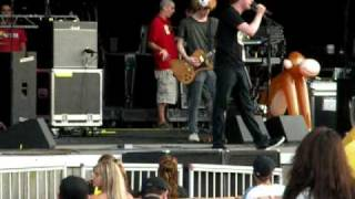 "Chester French ""C'Mon"" - Jones Beach 8/25/09"