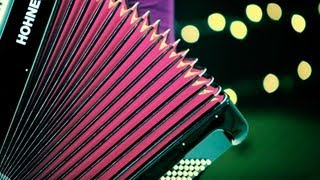 How to Play a Romantic Song   Accordion Lessons
