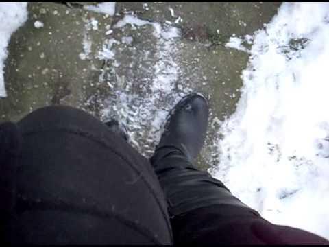 mit stiefeln im schnee
