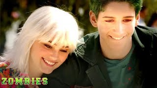 Deleted Scene: Zoey Plays with a Puppy! 😍 🐶 | ZOMBIES | Disney Channel