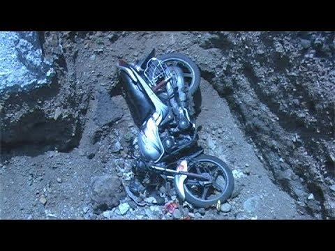 कमानीच्या खड्ड्यात मोटारसायकलसह कोसळून तरुणाचा मृत्यू