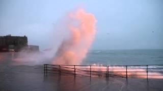 preview picture of video 'Grandes marées janvier 2015 à Saint-Malo - Huge tides january 2015 Saint-Malo'