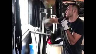Тони Фергюсон готовится к бою против Кевина Ли