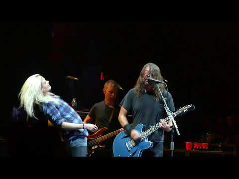 "Foo Fighters ""La Dee Da"" with Dave Koz and Alison Mosshart @ Cal Jam 17"