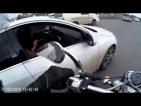 Trafikte kavga çıkarmaya çalışan motorcu Türkiye