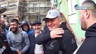 Журналист, оговоривший отца Хабиба Нурмагомедова принес сегодня ему свои извинения