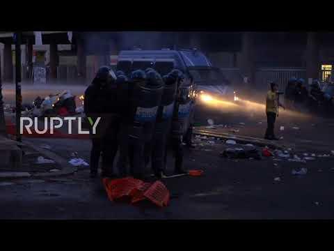 Válka s migranty v Římě: Policie proti stovce nelegálů v centru musel použít i dělo