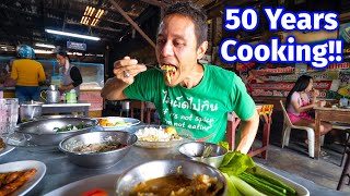Pro Grandma Chef - 50 YEARS COOKING!! Insane Thai Street Food in Songkhla (สงขลา), Thailand!