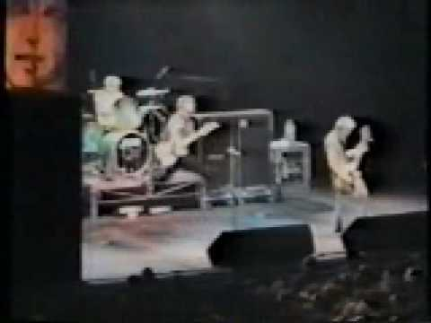 Green Day - 86 & Stage Destruction [Live @ Rome, Italy 1996]