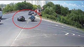 ДТП в Серпухове. Разворот на одном колесе на 180 градусов...17 июля 2018г.