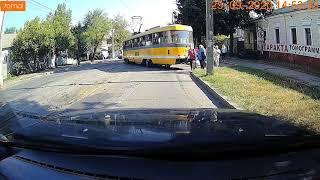 В Николаеве с рельсов «слетел» трамвай. ВИДЕО