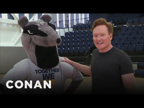 Conan vylepšuje univerzitního maskota