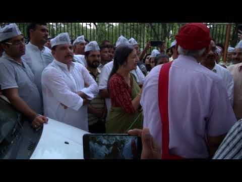 CPI M leader Vrinda Karat reaches Rajghat to extend her Support for Arvind Kejriwal 's demand