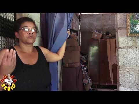 Rita moradora do Bairro dos Justos preocupada com a situação que se encontra sua casa.