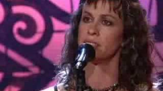 ALANIS MORISSETTE -  PERFECT (The Tonight show  2005)