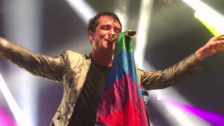 Gambar cover Brendon catching a pride flag during Girls/Girls/Boys - Melbourne 01/29/17