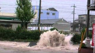 台風15号大雨洪水道路陥没の瞬間名古屋