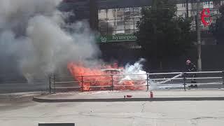 В центрі Хмельницького згорів автомобіль (ФОТО+ВІДЕО)